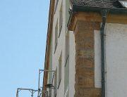 Vergrämung an einer Hausfassade